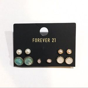 Free GWP 💕 Forever 21 Gold Tone Stud Earrings